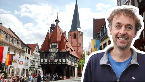 Ansicht Rathaus Michelstadt mit hr-Regionalreporter Ulrich Anton