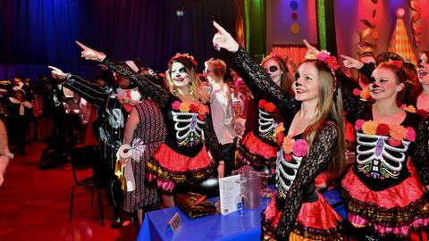 Verkleidete Mädchen bei der Veranstaltung