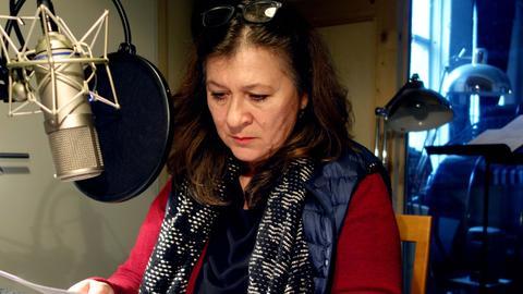 Eva Mattes (Hanna) im Hörspielstudio