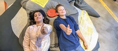 Anitya und Johannes checken das Ferienangebot im Selbstversuch