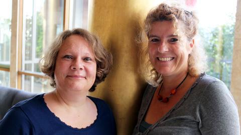Die Kinderhörspiel-Redakteurinnen Stefanie Hatz (links) und Gudrun Hartmann.