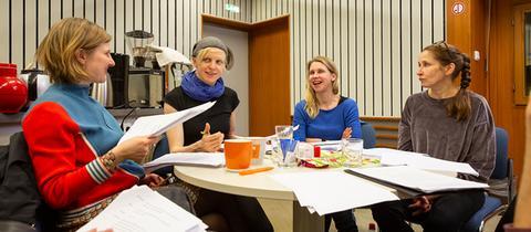 """Im Studio bei der Produktion des Hörspiels """"Northanger Abbey""""."""