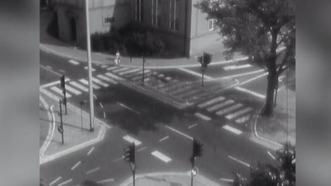 Videostartbild: Leere Straßenkreuzung 1964 in Rüsselsheim