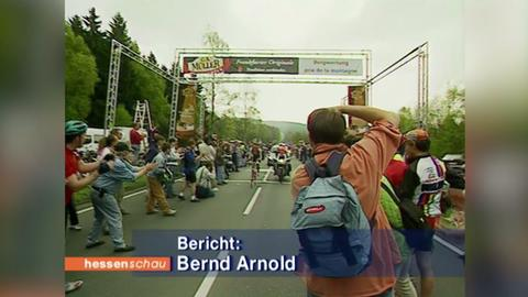 """Radrennen """"Rund um den Henninger Turm"""": Ausschnitt aus der Hessenschau vom 1. Mai 1998"""
