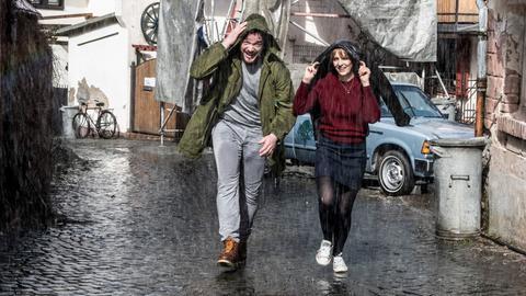 """Bild aus hr-Melodram """"Bist du glücklich"""": Marc Pfeiffer (Ronald Zehrfeld) und Sonja Elbert (Laura Tonke)"""