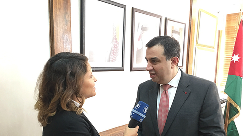 Dunja Sadaqi interviewt den jordanischen Planungsminister Emad Fakhoury.