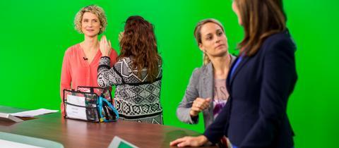 Kristin Gesang und Team im virtuellen Studio