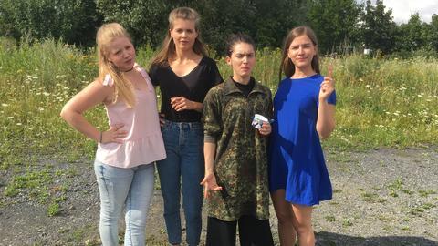 """Vier Mädchen auf dem Weg zum Erwachsenwerden: die """"Country-Girls"""""""
