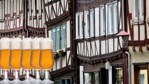 Fachwerkhäuser und Biergläser