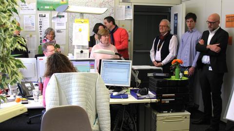 Gäste bei der Nachrichtenbesprechung