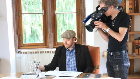 "Dreharbeiten zu ""Making Armstrong"" mit Illustrator Torben Kuhlmann."