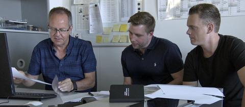 Peter Basler (SRF), Julian Herbst (hr) und Till Brückner (hr) arbeiten gemeinsam an dem Projekt.