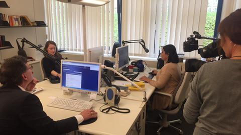 Die Redaktion der ARD-Aussprachedatenbank bei der Arbeit