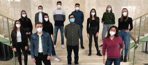 Gruppenbild der neuen Redaktionsvolos 2021 mit FFP2 Masken