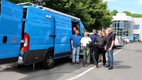 Gruppenfoto mit Ü-Wagen