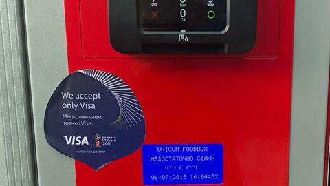"""Snack-Automat mit der Aufschrift """"We accept only Visa"""""""