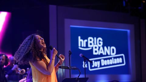 Joy Denalane beim Konzert mit der hr-Bigband