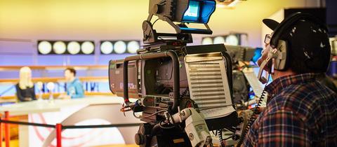 Kameramann im Fernsehstudio