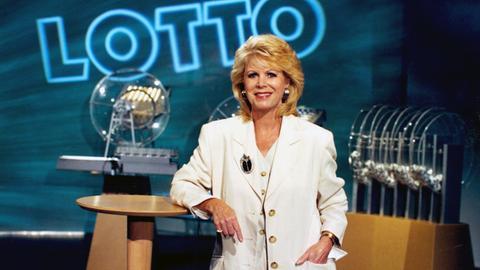 Karin Tietze-Ludwig bei der Lottoziehung