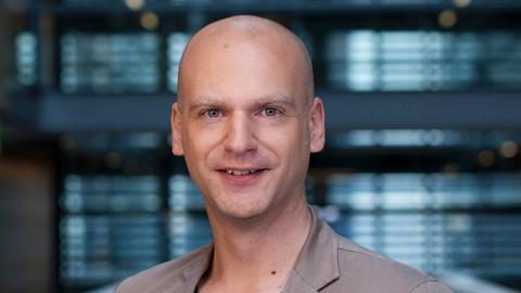 Hörfunkkorrespondent Daniel Bauer im ARD-Hauptstadtstudio